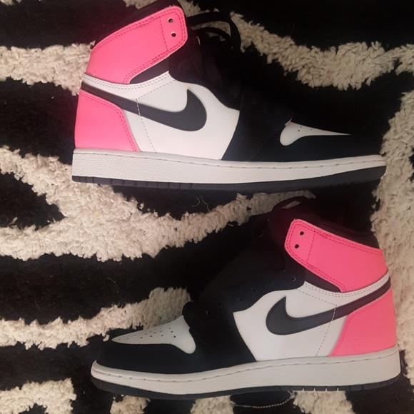 reputable site b1a60 41d18 Nike Youth Air Jordan 1 Retro High NWT